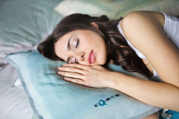 Comment bien dormir sur le côté ?