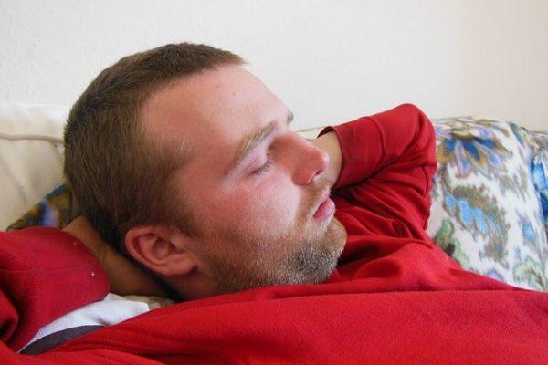 Est-il bon de dormir après manger ?
