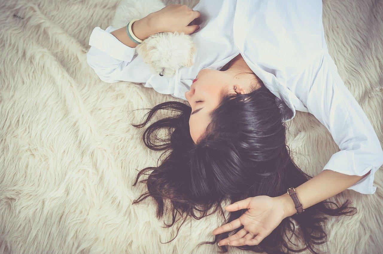 Les marques d'oreiller pour bien dormir sur le ventre