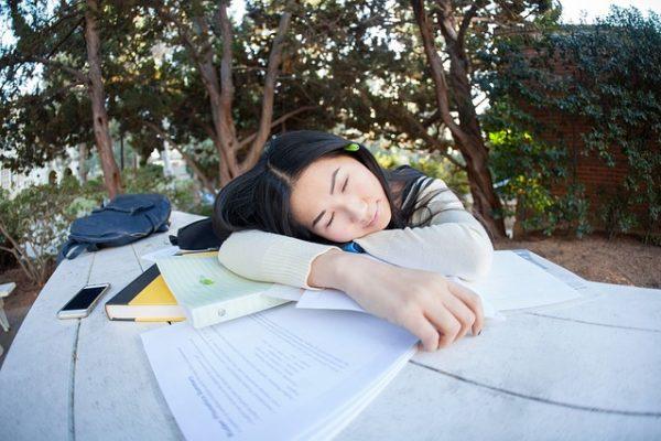Quelle est l'origine du mot sieste ?